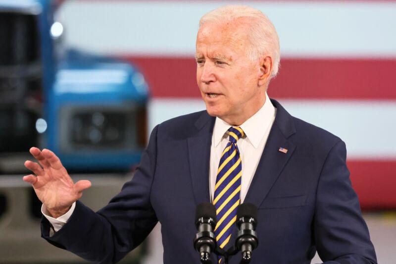 Separuh rakyat Amerika tak yakin dengan kepimpinan Biden